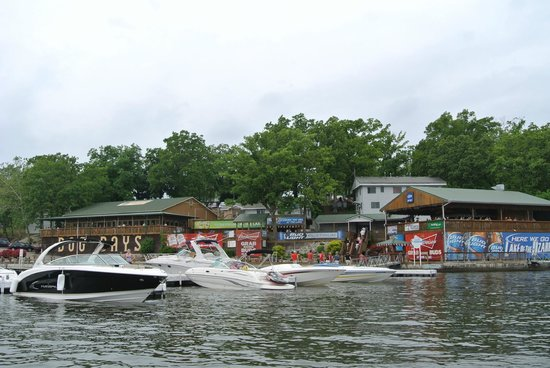 Dog Days Bar & Grill: pulling up from the boat