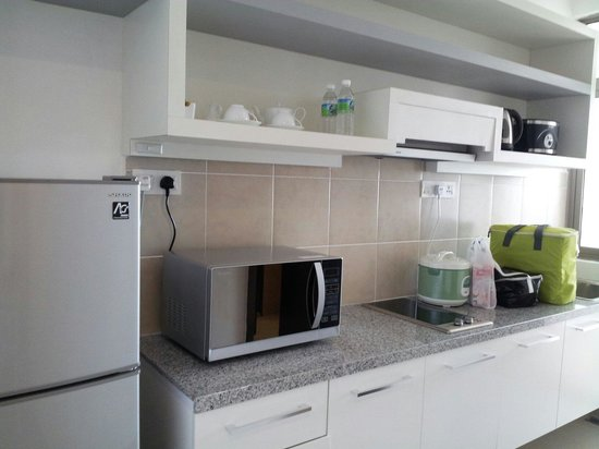 Shaftsbury Serviced Residences : Fully equipped kitchen
