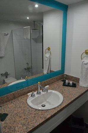 Hotel Le Manoir Bogota: Banheiro