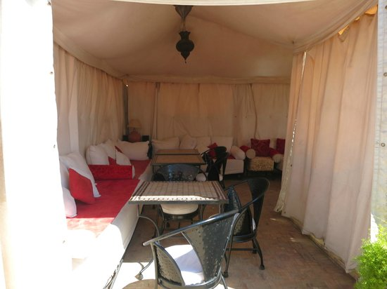 Riad Diana : The tented seating area on the roof