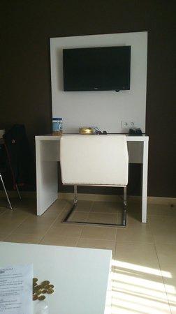 Playa Olid Apartments: Television