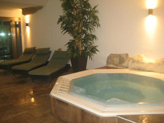 Hotel Schweizerhof : piscine