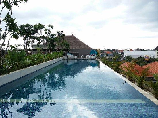 Ramada Bali Sunset Road Kuta: Kolam Renang Rooftop