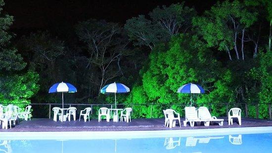 Hotel Fazenda Serra Da Cachoeira: Piscina à noite