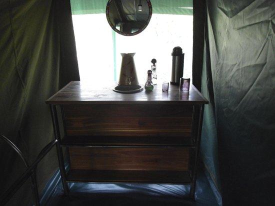 """Lake Natron Halisi Camp: il """"lavabo"""", come quello della nonna!"""
