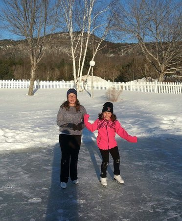 North Conway Grand Hotel : Skating on hotel pond