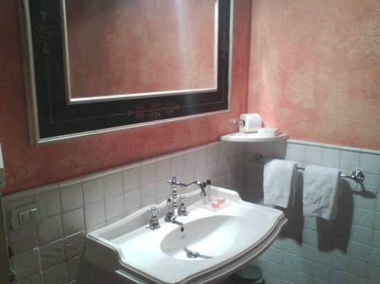Tenuta la Cascinetta: Il bagno di una camera