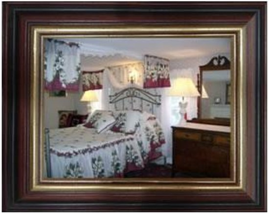 Angels' Watch Inn Bed and Breakfast : Back Room Queen Bed