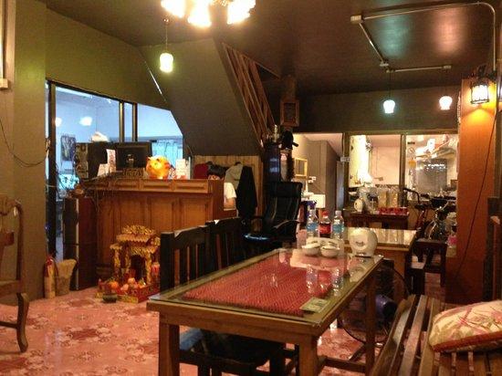 Barrab : Inside the restaurant