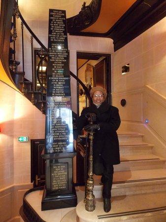 Maison Albar Hotel Paris Champs-Elysées : Escadaria com a declaração universal dos direitos humanos