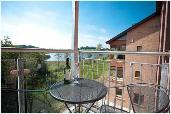 Westville Watersedge Apartments: Balcony