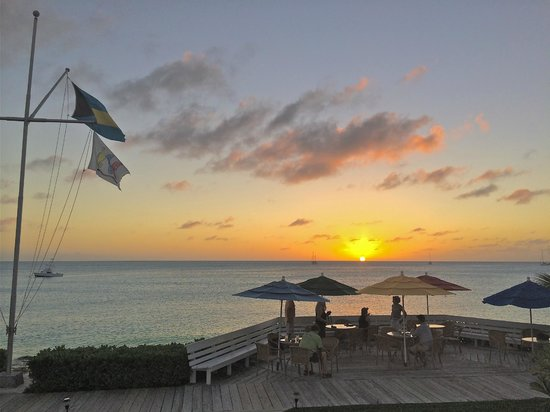 Cape Santa Maria Beach Resort & Villas: Sunset....happy hour!