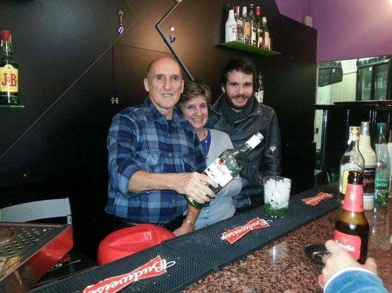 Bar La Casa del Mojito: Disfruta de formidables mojitos, Dory,Carlos y Diego, auténticos cubanos le servirán con mucho g