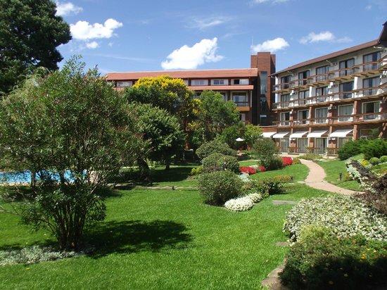 Hotel Alpestre: Lindo jardim