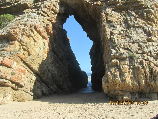 Arch Rock Seaside Accommodation : The arch rock - from whence the AR derives its name