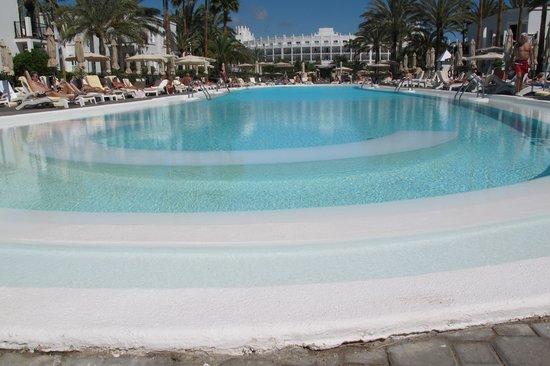 Hotel Riu Palace Meloneras Resort: En af de lækre pools