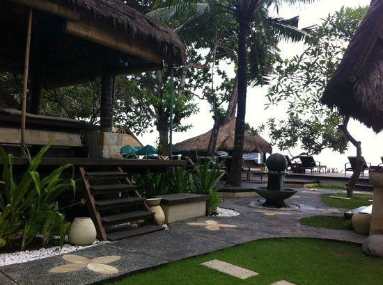 Novotel Bali Benoa : Outside near the beach