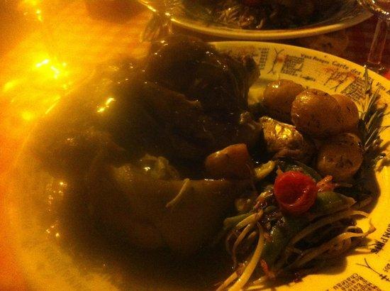 Jarret de porc picture of le bouchon st roch - Cuisiner le jarret de porc ...