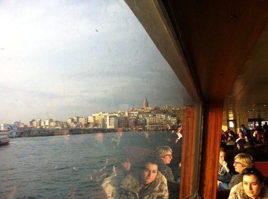Sehir Hatlari Cruise : view of the Bosphorus through the boat window