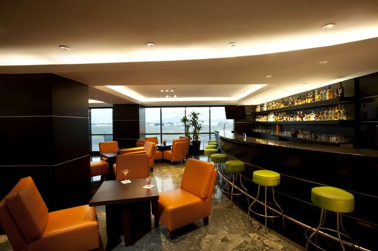 "Hilton Mexico City Airport: Bar ""Carlos Place"""