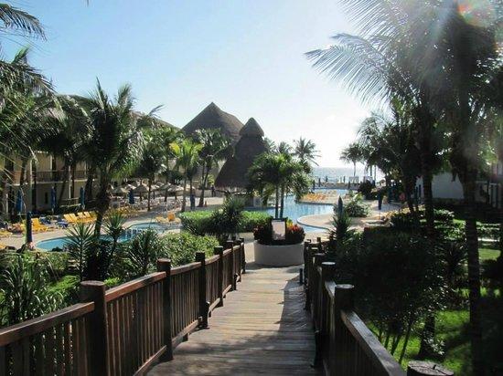 The Reef Coco Beach: Pileta desde la recepción