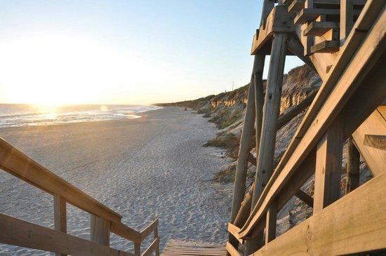 Pueblo Suizo : Escalera para bajar a la playa