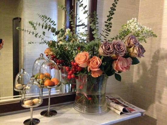 Restaurant Isoletta: lovely flower arrangement