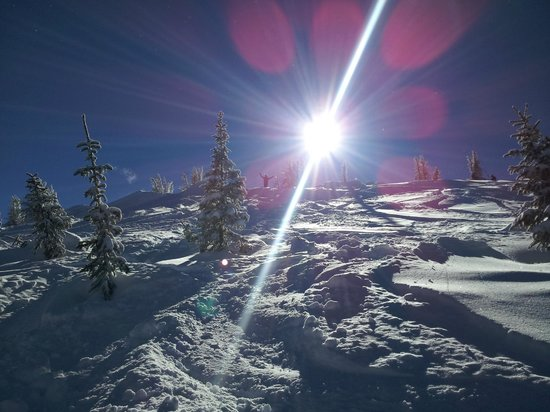 Wolf Creek Ski Resort: The Sun Hovering Over the Peaks