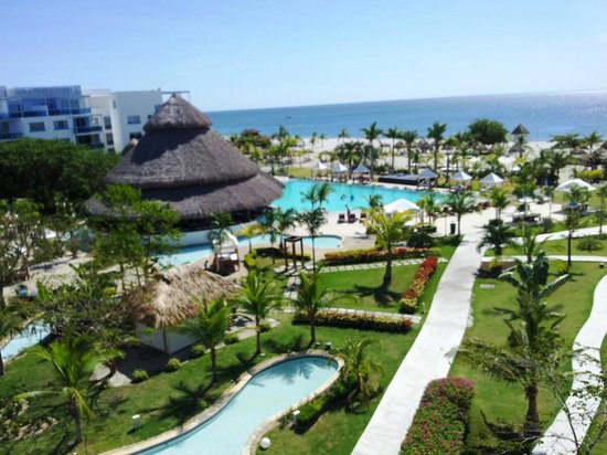 Las Perlas Hotel & Resort Playa Blanca : View from our room overlook the Tiki bar and pools