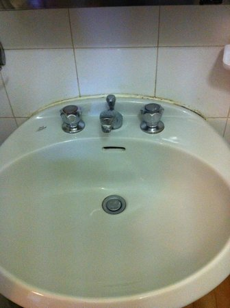 Hotel di Porta Romana: sporcizia e puzza nel bagno