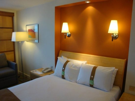 Holiday Inn York: Our bedroom R. 309