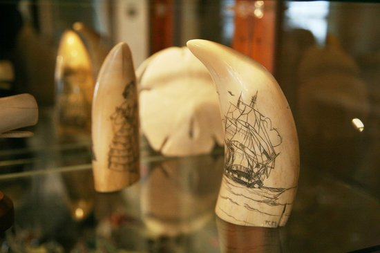 Martin Hill Inn: Artfacts made of elephant trunks