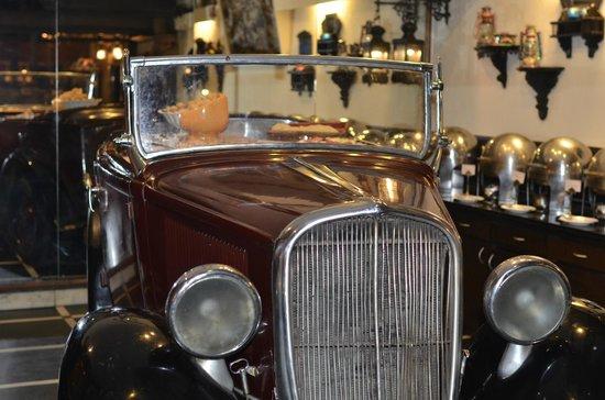 Chor Bizarre : vintage car buffet