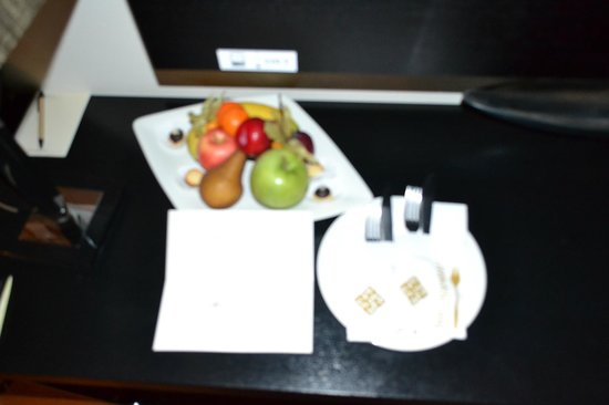 Continental Hotel Budapest: Fruit Tray