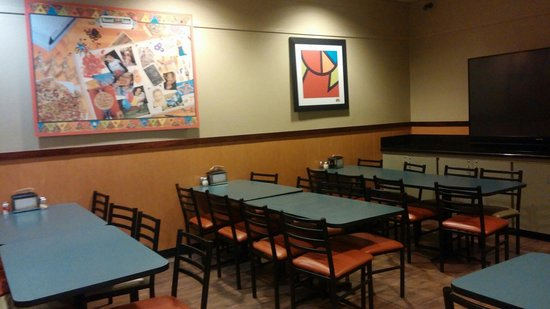 Round Table Pizza Winnemucca.Party Dinning Room Picture Of Round Table Pizza Winnemucca