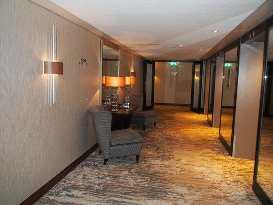 Hotel Okura Amsterdam: Lobby to Room
