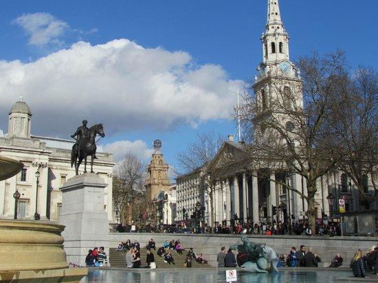 Trafalgar Square : pool view