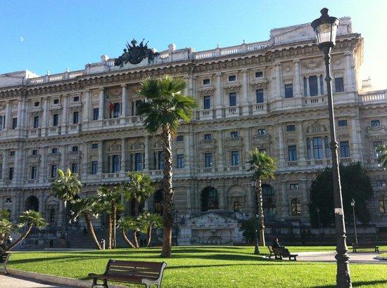 Day by Day: Palazzo di Giustizia, Piazza Cavour