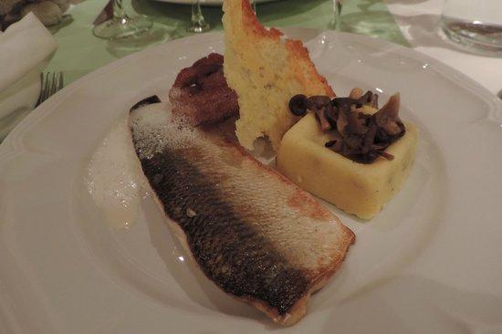 Restaurant le 27: Filet de fera, polenta, champignons et tuile de parmesan