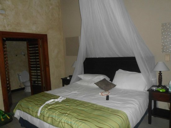 Falls Resort at Manuel Antonio : Bed
