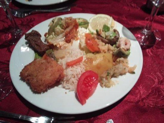 Menzeh Zalagh Hotel : バイキングの夕食