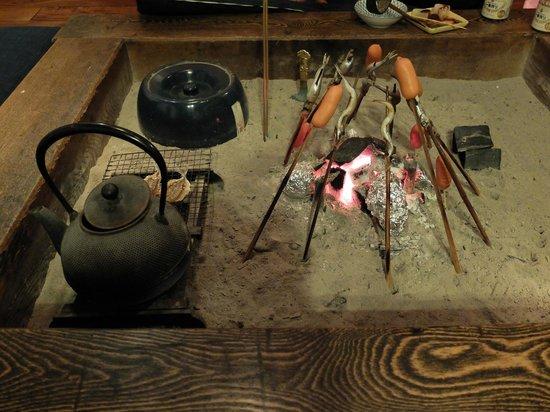 Kamakura Guesthouse: Traditional 'irori' (Japanese sunken cooking hearth)