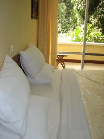 Karibu Heritage House : Good accommodation makes for a pleasant and restful vacation. All rooms have wall size windows p