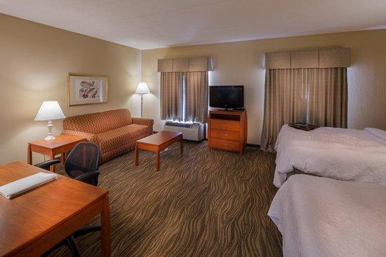 Hampton Inn & Suites Augusta West: Double Queen Studio Suite
