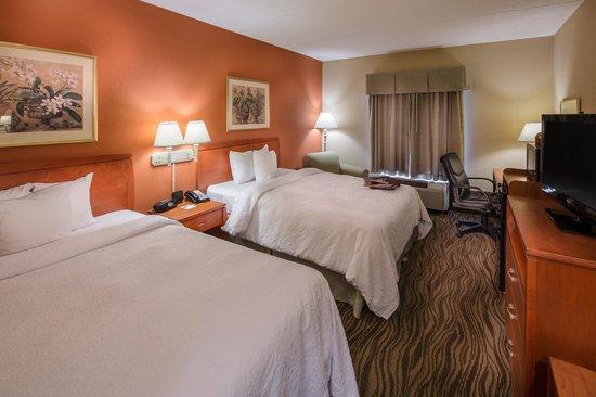 Hampton Inn & Suites Augusta West: Standard Double Queen Room