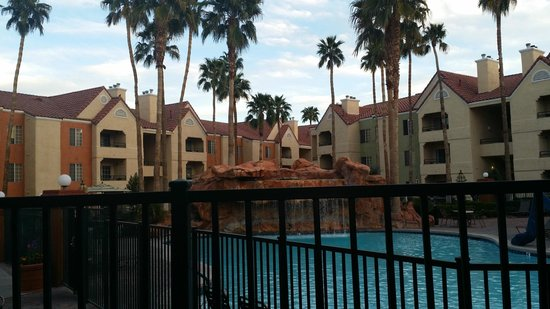 Holiday Inn Club Vacations Las Vegas - Desert Club Resort: View from the dining area