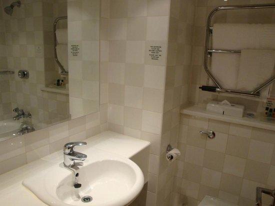 Holiday Inn Haydock M6, Jct 23: Ensuite bathroom