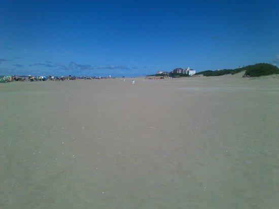 Hotel Solmar: La Playa frente al hotel