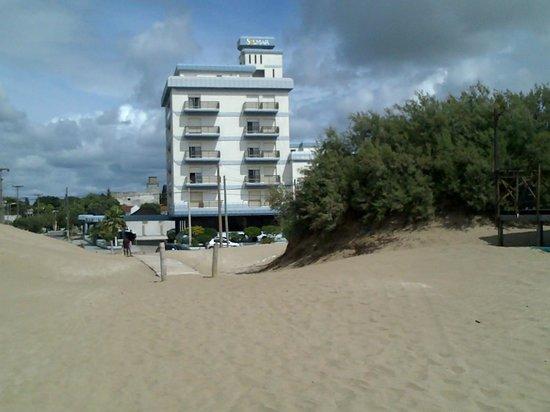 Hotel Solmar: El Hotel desde la playa
