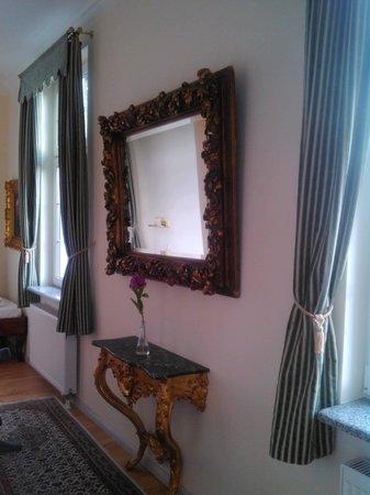 Hotel Rotdorn: Einer der vielen schönen Spiegel